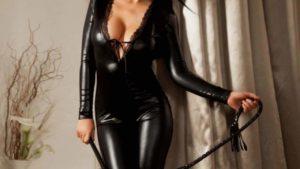 Mistress Veronica vuole un uomo da umiliare a Salerno